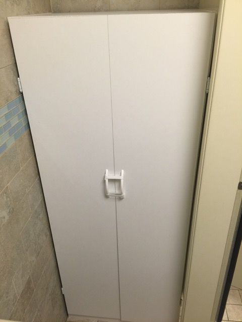 show picture of urinal with cabinet